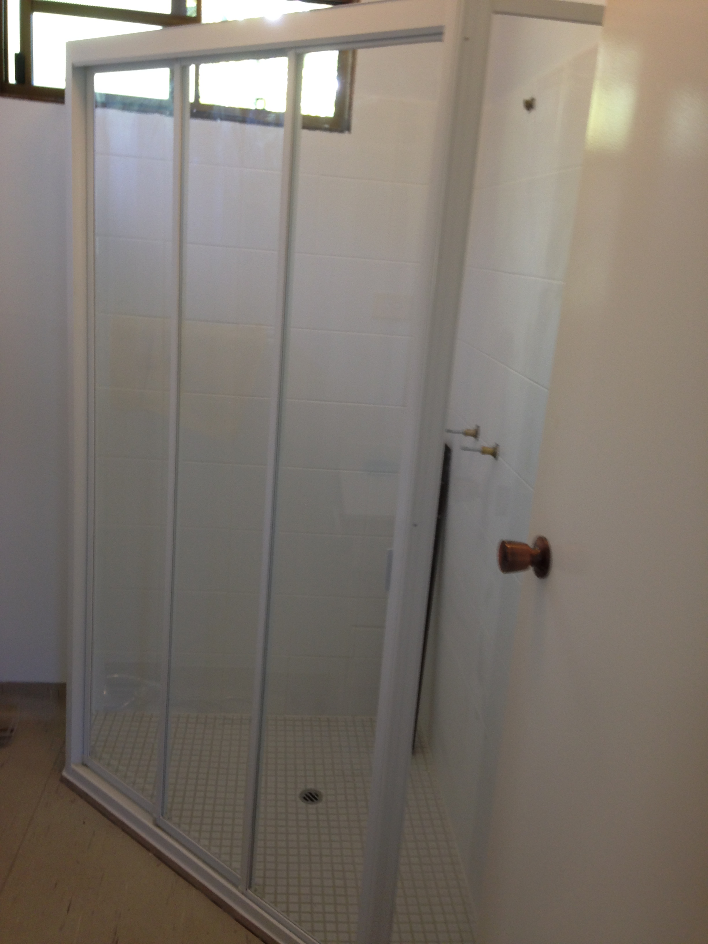 Sliding Bay Shower Screen - Fully Framed